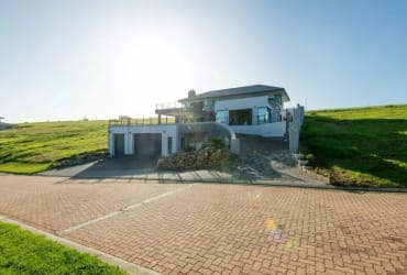 Modern 4 bedroom family home in the fabulous Le Grand Estate