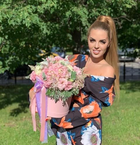 Юлия Ефременкова: «На «ДОМе-2» мужчины дарят девушкам цветы за счет проекта»