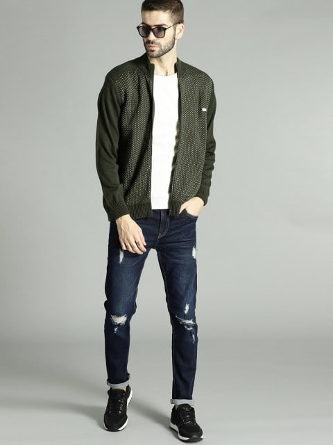 blue ripped mens jeans outfits
