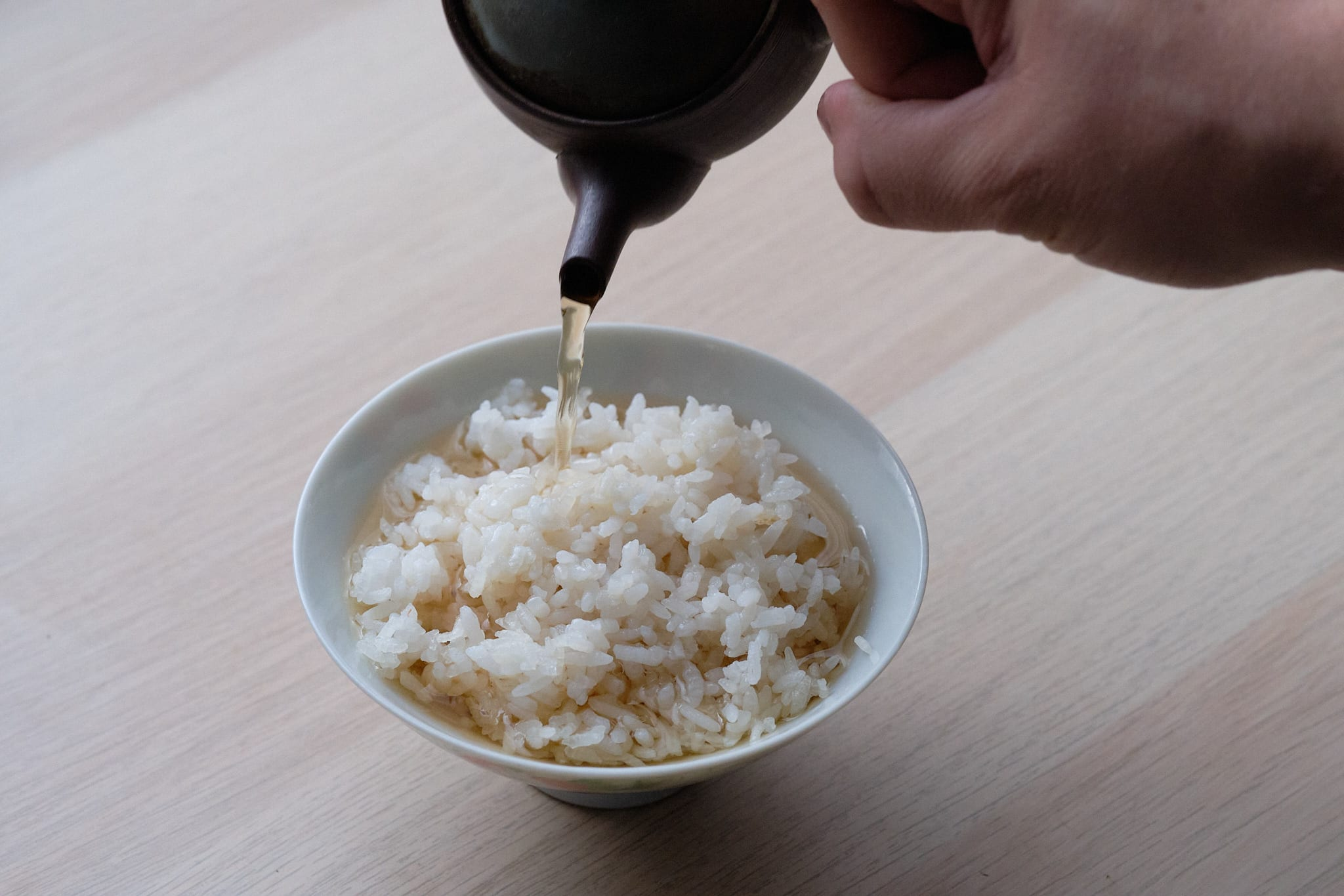 pouring hojicha over rice