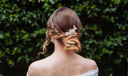 How to create fabulous wedding looks with small bridal combs and pins