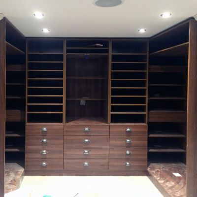 Large dressing room in walnut