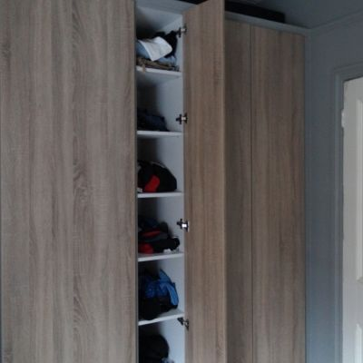 Built-in wardrobe in grey bardolino oak