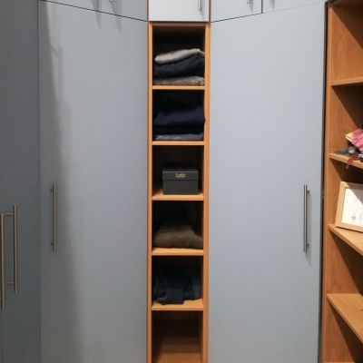 walk in wardrobe end shelves