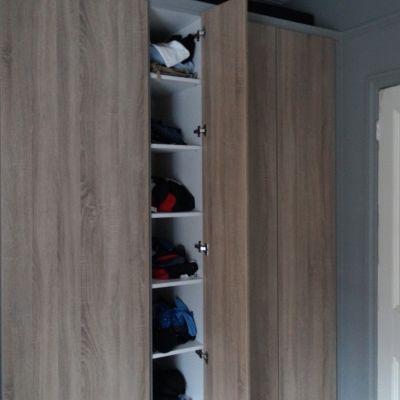Built-in wardrobe in grey bardolino oak