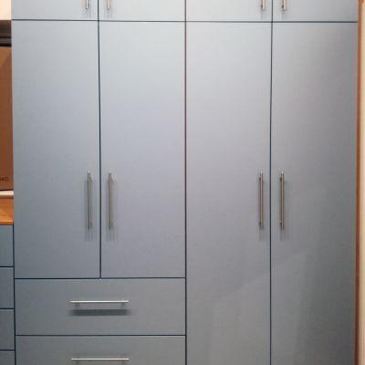 walk in wardrobe door drawer detail