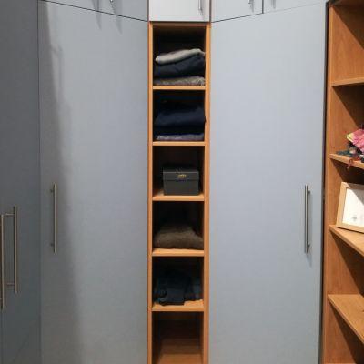 walk in wardrobe end shelves
