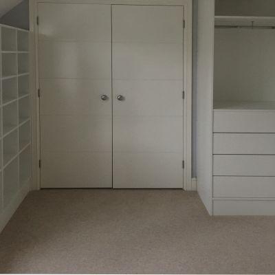 Walk-in wardrobe in white