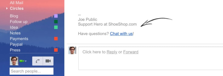 Email signature with a link to live chat