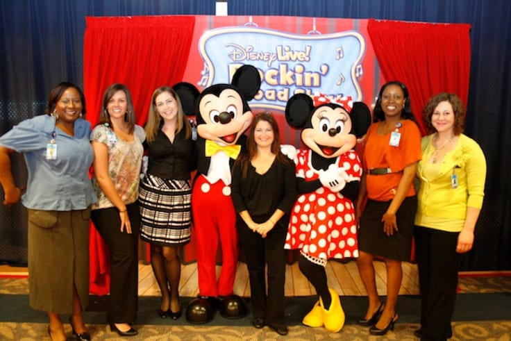 Customer service team Disney Mickey Minnie