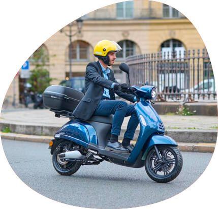 homme scooter électique swapperone