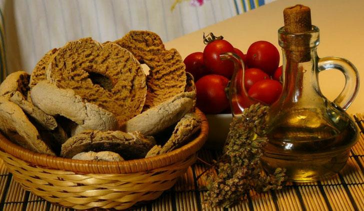 Frise pugliesi: ricetta, come si mangiano e cosa sono