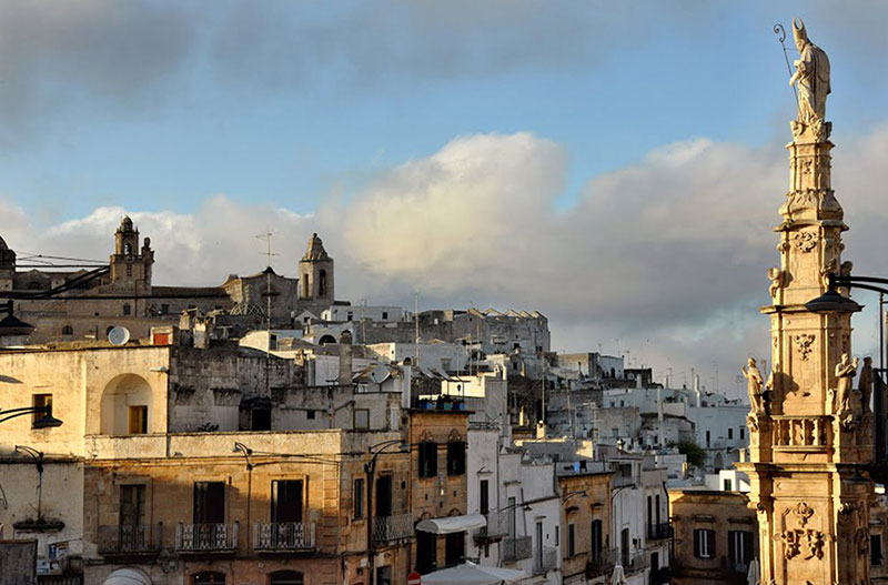 Where are the Apulian cave paintings of the Ostuni inland?
