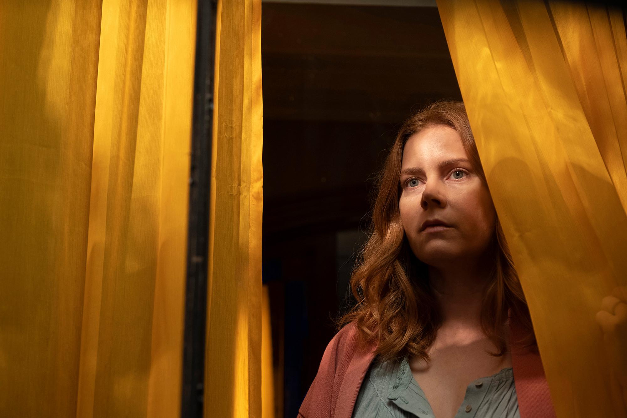 Что смотреть: новый психологический триллер в стиле Хичкока с Эми Адамс