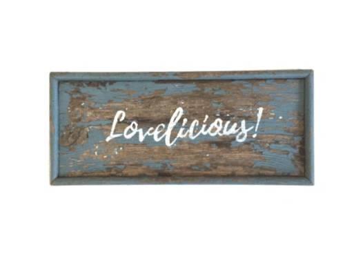 "Houten bord met tekst ""lovelicious!"""