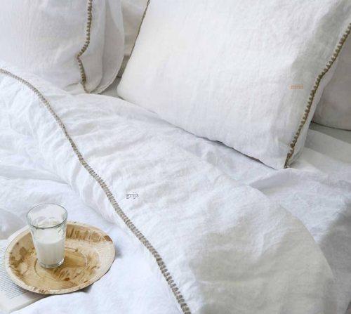 Bettbezug aus Leinen Felice in weiß mit sandfarbenem Festonstich