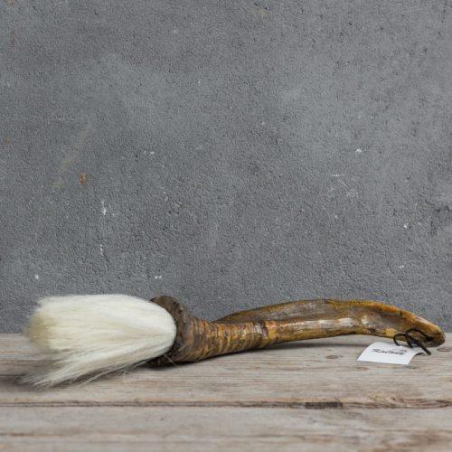 Horn mit Pinsel