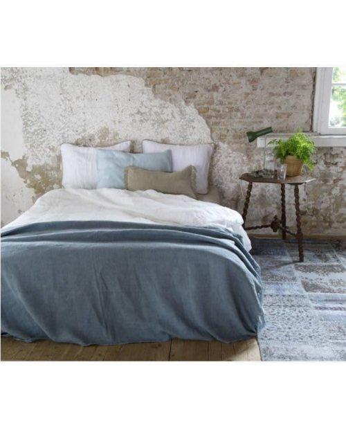 Jill Plaid op bed