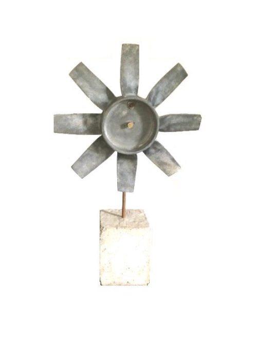 Rotor op betonsokkel
