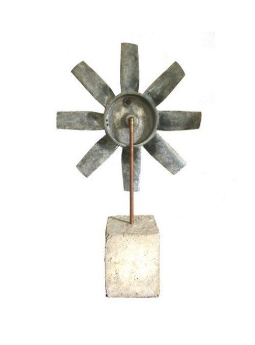 Rotor op sokkel achterkant