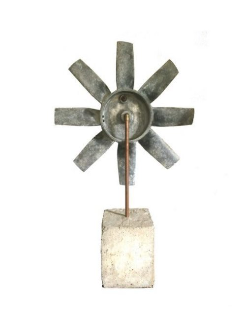 Rotor aufBetonsockelRückseite
