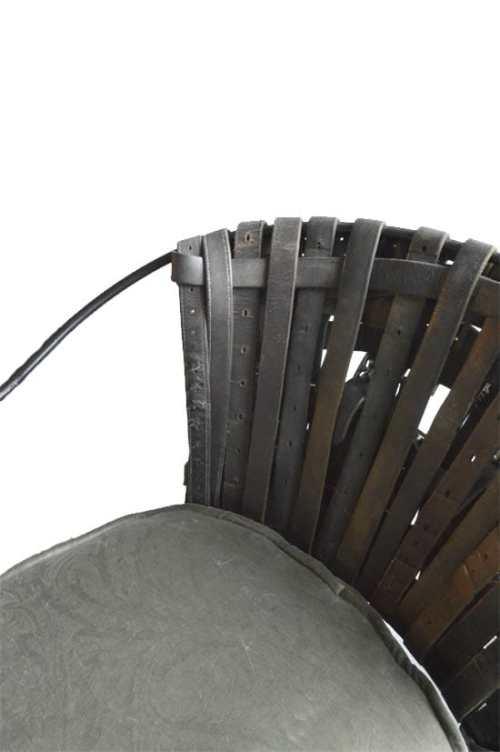 Riemenstuhl Detail Front