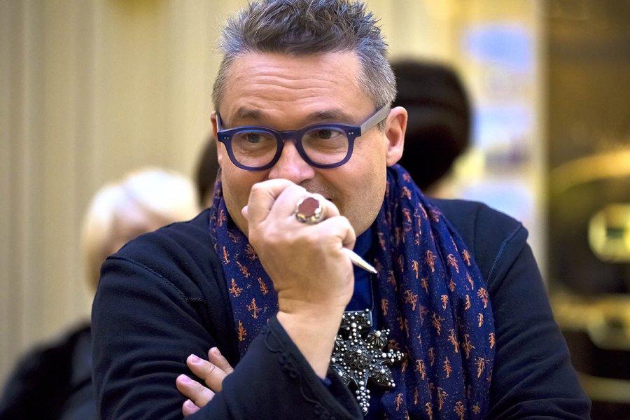Историк моды Васильев назвал лечение в Коммунарке «дурманящим»