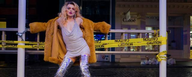Объявивший себя женщиной певец Оскар заразился коронавирусом в США