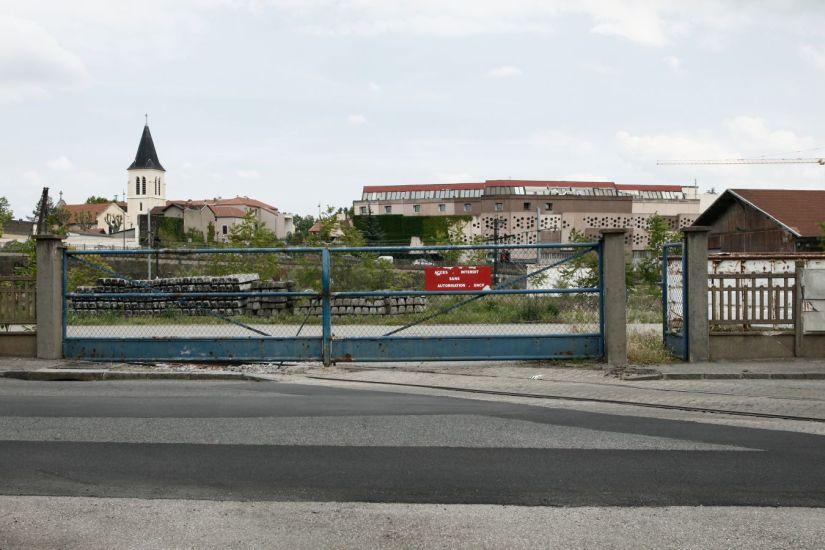 La porte est ouverte. Saint-Fons. Lyon, France. 2013