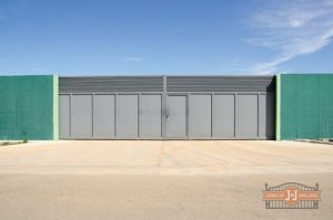Commercial gates can offer nearly impregnable protection to your business.