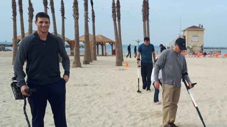 שונות משחק גילוי אוצרות עם גלאי מתכות בחוף הים למבוגרים - Funzing JO-97