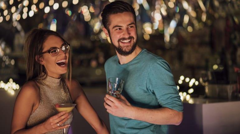 dating agentschap Cyrano 11 bölüm