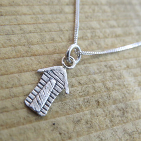beach hut necklace.