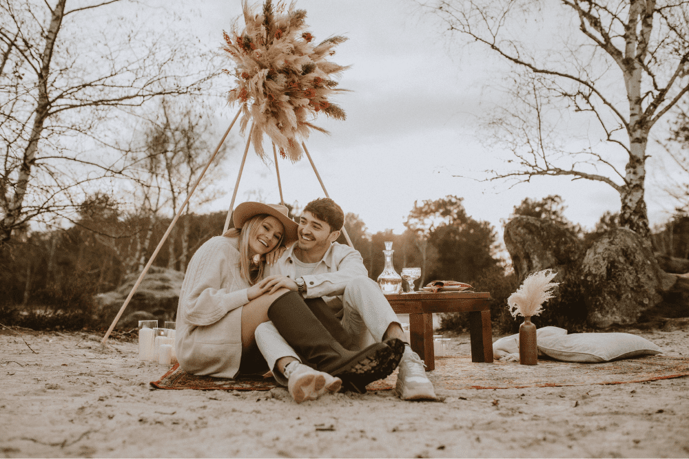 Demande en mariage – shooting d'inspiration aux tons terracotta avec la touche ''green''