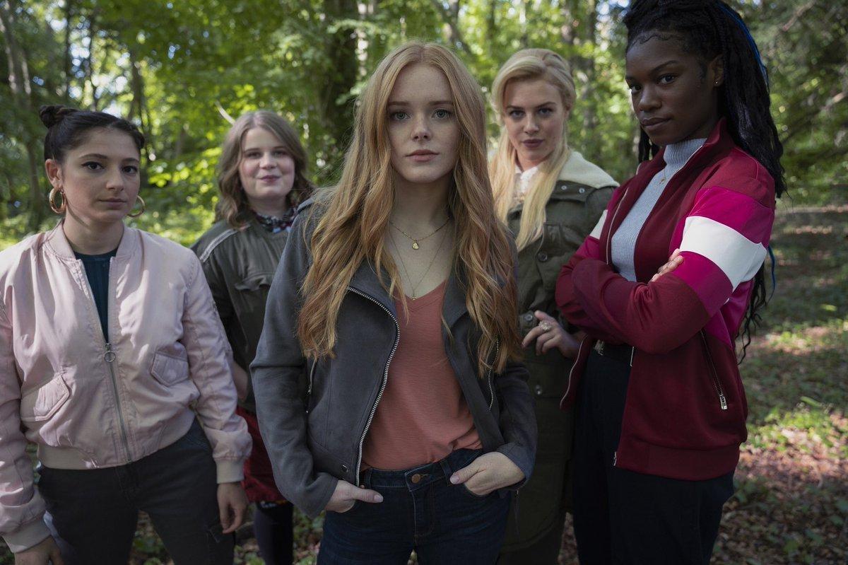 Что смотреть: топ сериалов Netflix начала 2021-го