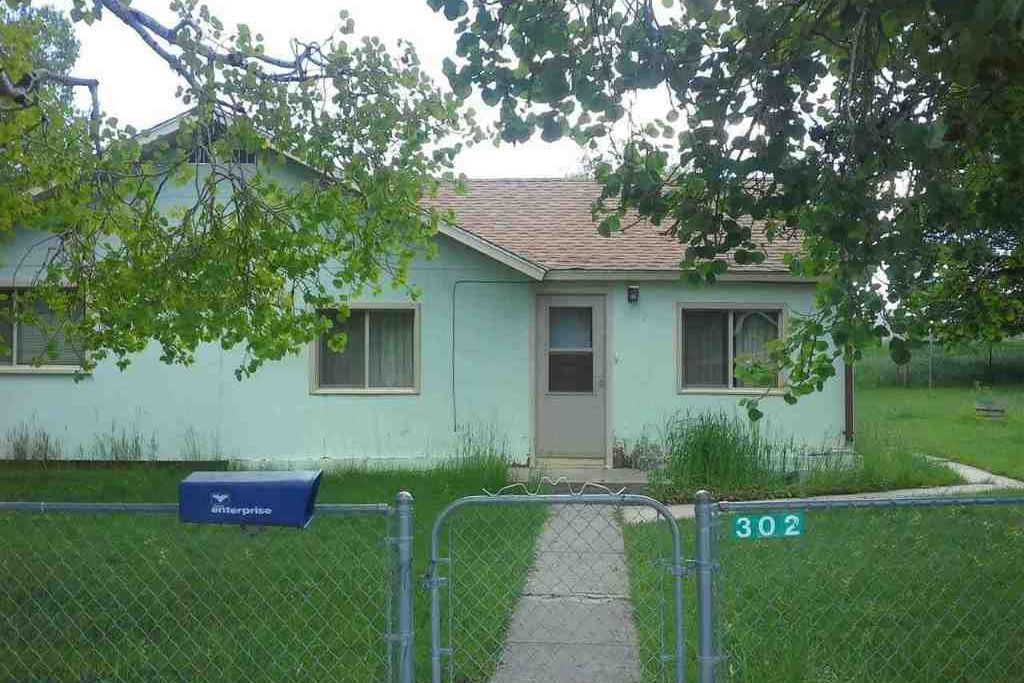 302 East Avenue Clyde Park
