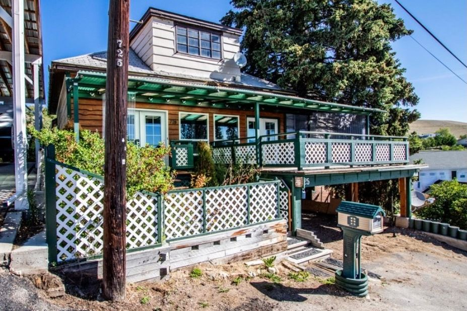 725 W Daly Butte