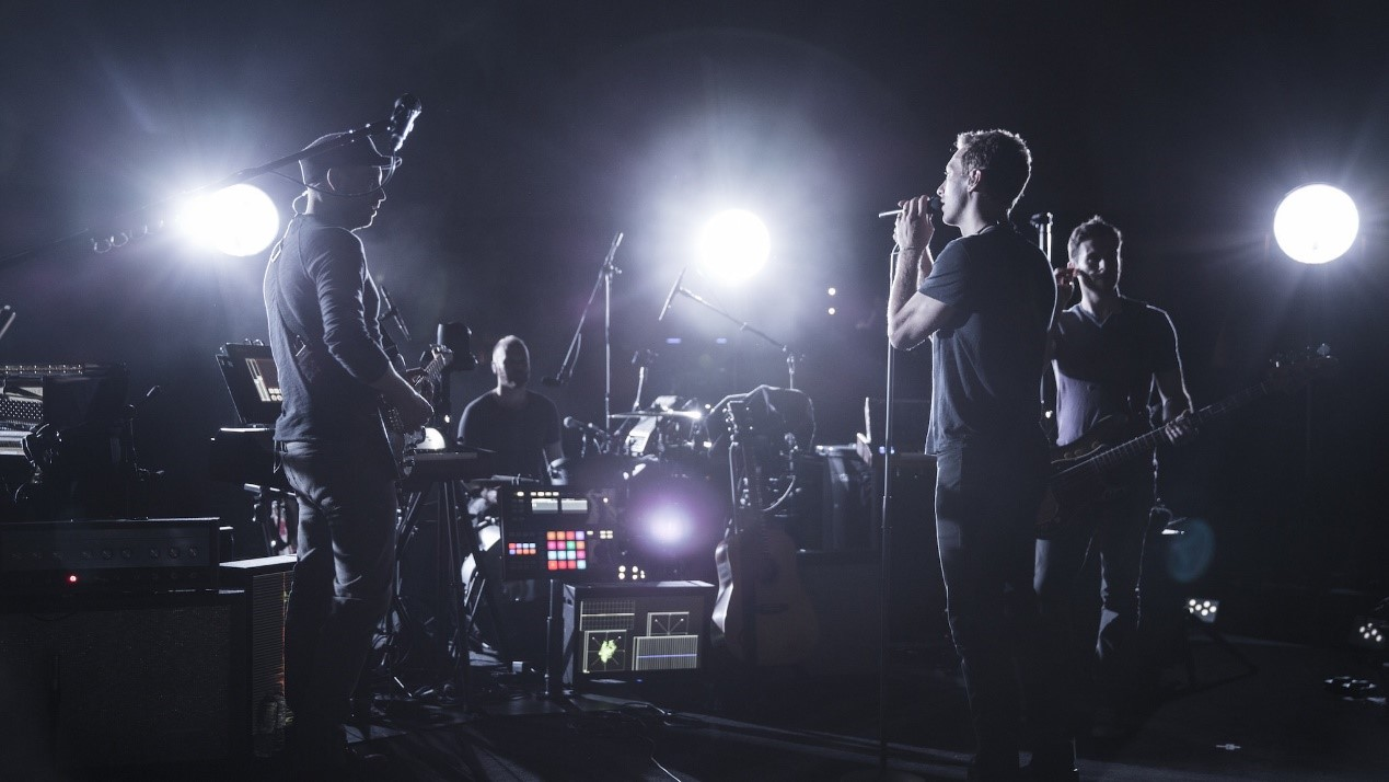 Coldplay 在 Ghost Stories Live 2014 的演奏现场