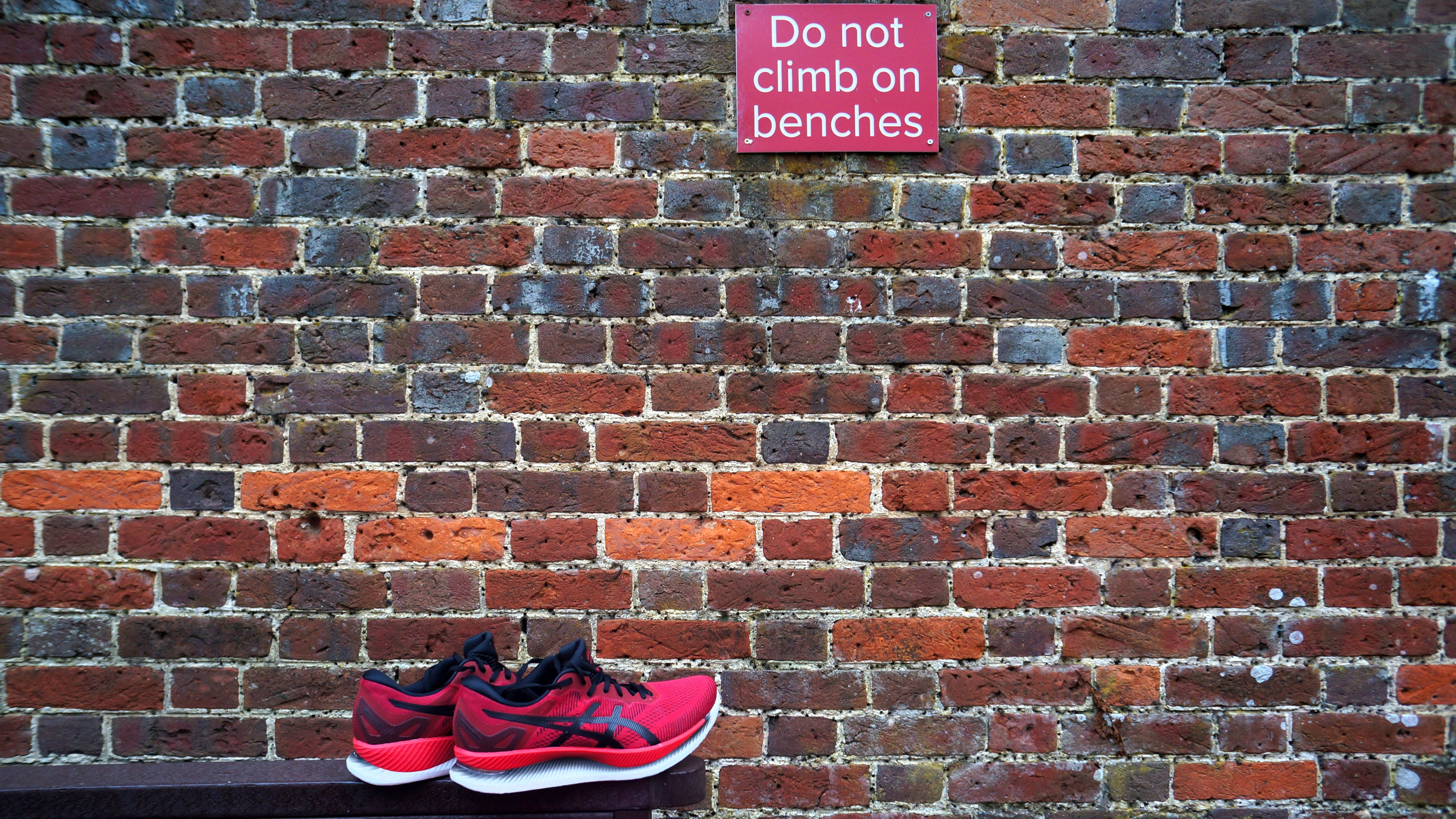 Do not climb on benches