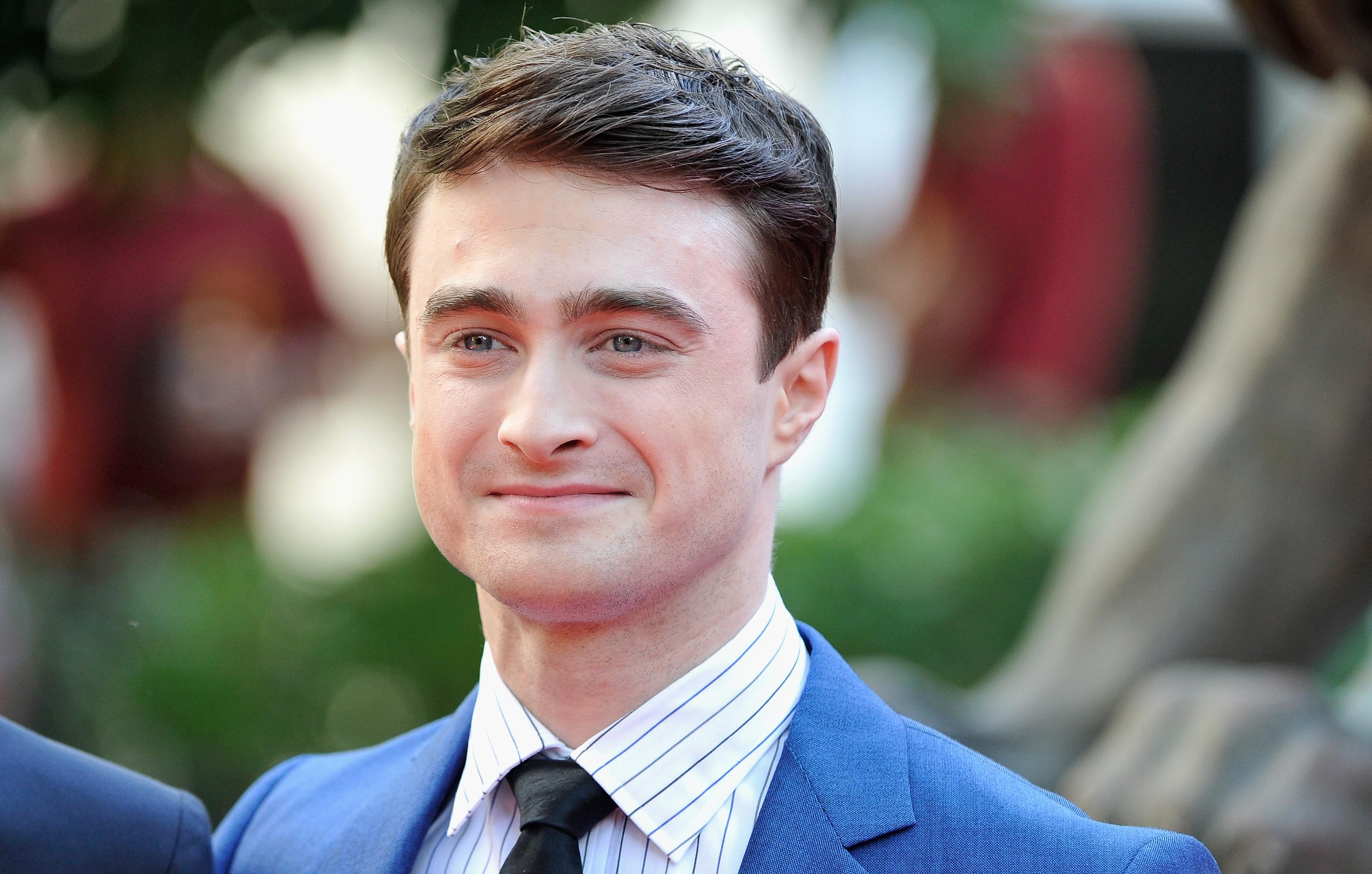 Плохи дела в Хогвартсе! Звезда «Гарри Поттера» курит на балконе в одних трусах