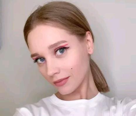 «Рабочая сторона»: Актриса Кристина Асмус показала пышные ягодицы