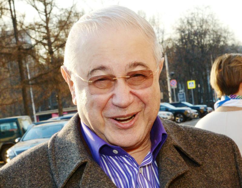 В 74 года хоть куда: Евгений Петросян покатался на верблюде в пустыне