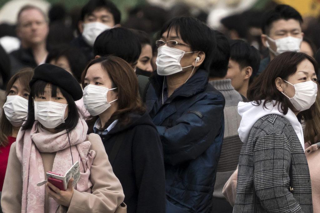 Неделя на маске, четыре дня на банкнотах: ученые выяснили, сколько коронавирус сохраняется на разных поверхностях
