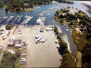 Brewer Greenwich Bay Marina