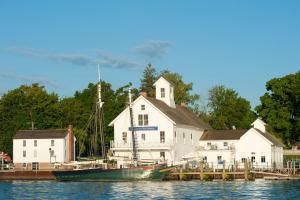 Brewer Essex Island Marina