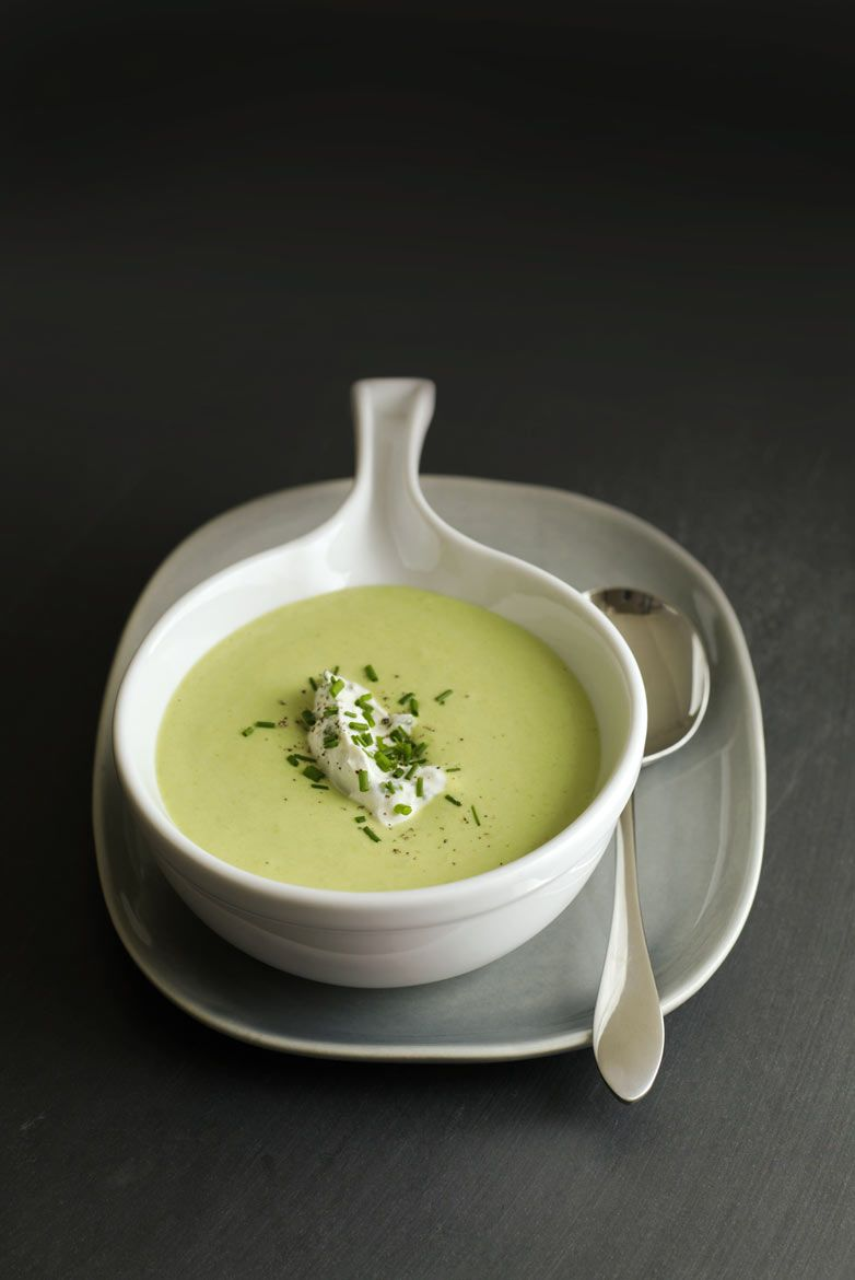Pea soup with chives and cream