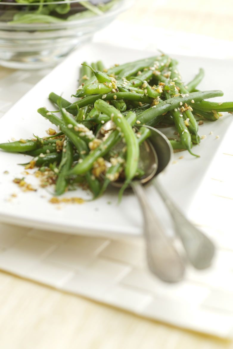 Green bean salad with sesame seeds