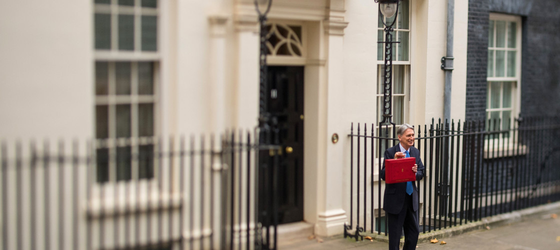 Chancellor Philip Hammond holding his red ministerial box outside 11 Downing Street