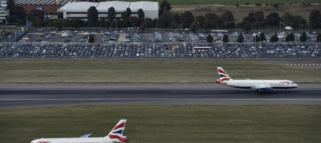 Planes taking off and landing at Heathrow