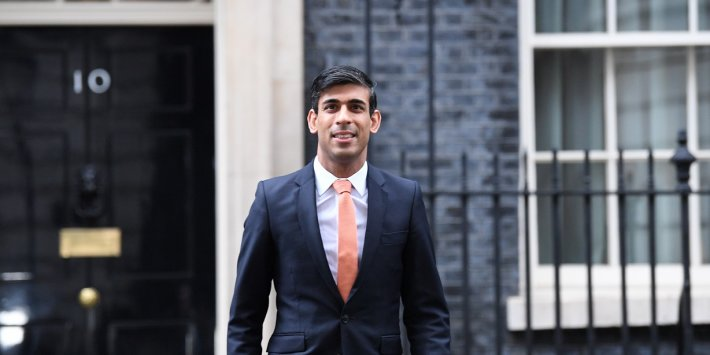 Who Is Rishi Sunak The Billionaire Banker Unexpectedly Moving In To 11 Downing Street